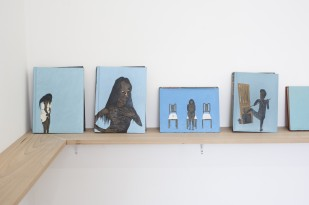 Retrata Rosana | Óleo sobre livro | Foto: Marcos Gorgatti | 2015