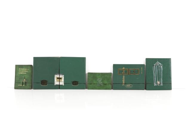 Dalton Paula | Cozinha Sagrada | Óleo, folha de prata e folha de ouro sobre livro | 31,5 x 150 cm | Foto: Paulo Rezende | 2018